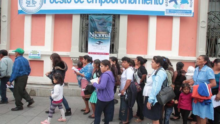 Guatemaltecos asisten a centros de empadronamiento. (Foto Prensa Libre: Hemeroteca PL)