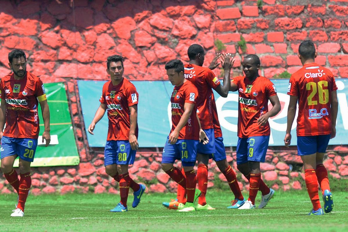 Municipal golea a Coatepeque y se pone como líder provisional del torneo