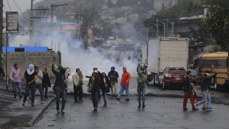 Los disturbios estallaron de nuevo en las calles de Tegucigalpa, Honduras. (Foto Prensa Libre: EFE)