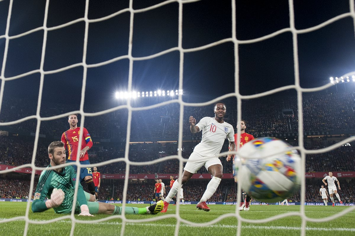 Con un doblete de Reheem Sterling la selección de Inglaterra superó a España. (Foto Prensa Libre: AFP)
