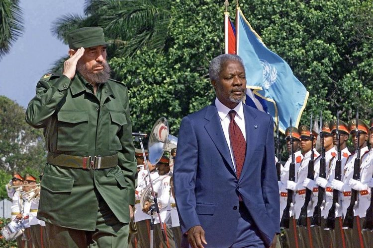 El 11 de abril del 2000, Kofi Annan visitó al presidente de Cuba, Fidel Castro, en la Habana.