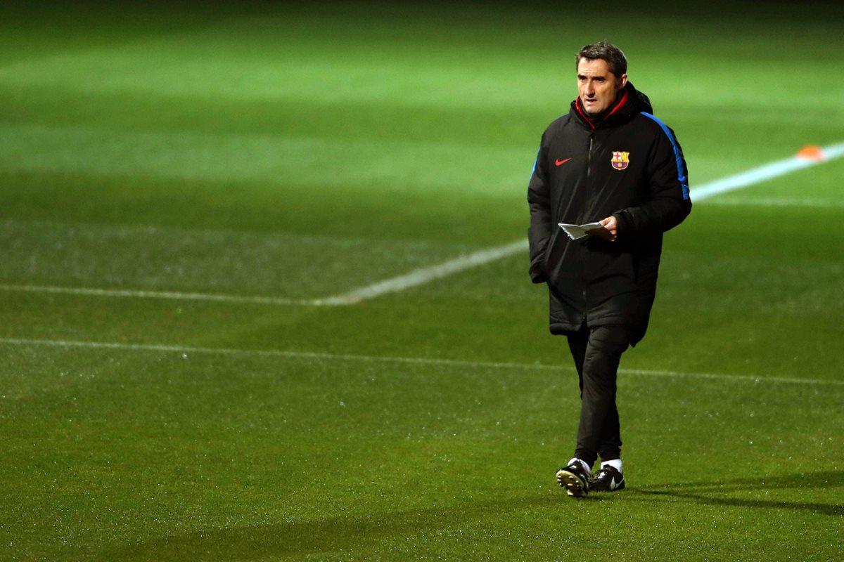 El entrenador del FC Barcelona, Ernesto Valverde, analizó el duelo frente al Chelsea. (Foto Prensa Libre: EFE)
