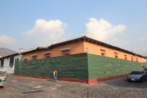 Constructoras señalan que pugna entre la comuna  de  Antigua y el   CNPAG mantiene detenidas decenas de obras.