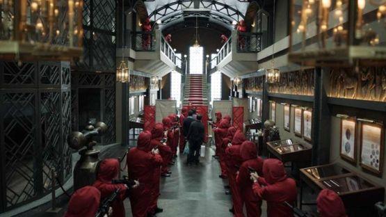 La trama se desarrolla alrededor de la Fábrica Nacional de Moneda y Timbre de Madrid. ATRESMEDIA