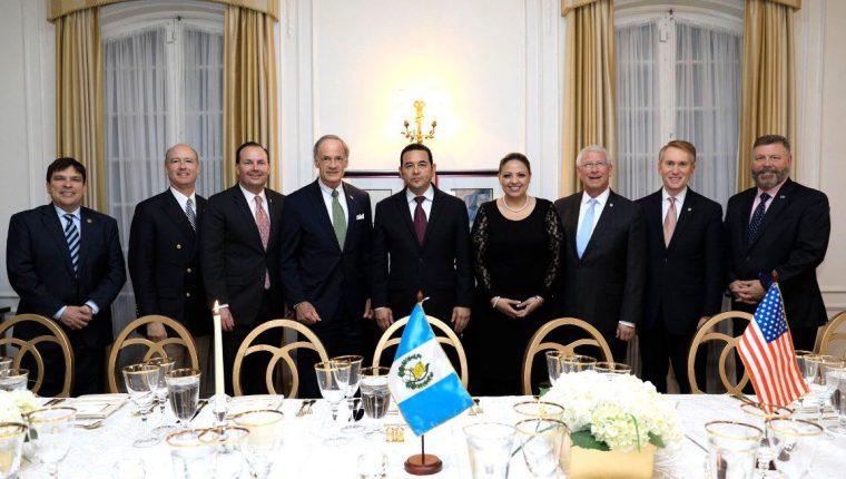 La delegación guatemalteca cenó la noche del miércoles con congresistas y senadores estadounidenses. (Foto Prensa Libre: Presidencia)
