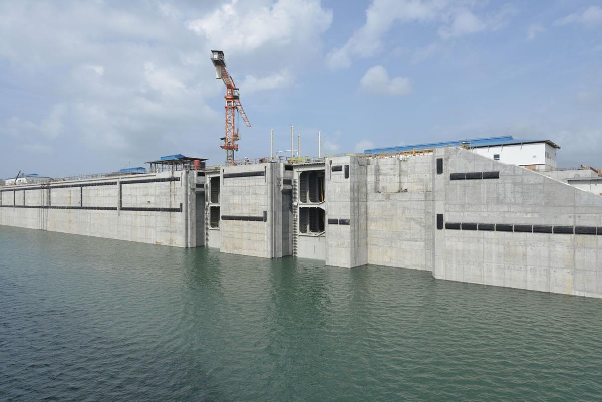 Entran en vigor los nuevos peajes del Canal de Panamá válidos para ampliación