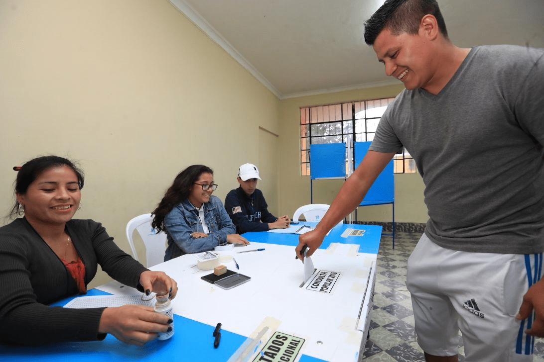 La jornada de votación se llevó a cabo sin mayores inconvenientes. (Foto Prensa Libre: Álvaro Interiano)