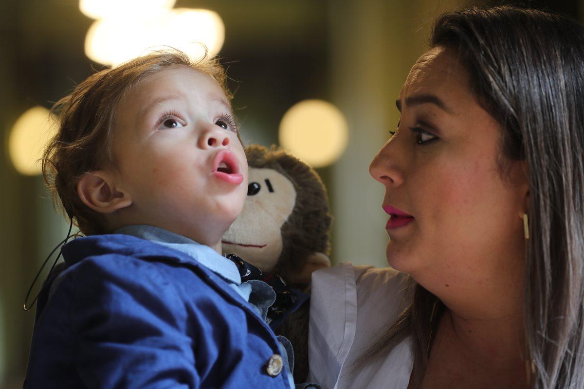 Niños guatemaltecos logran escuchar por primera vez