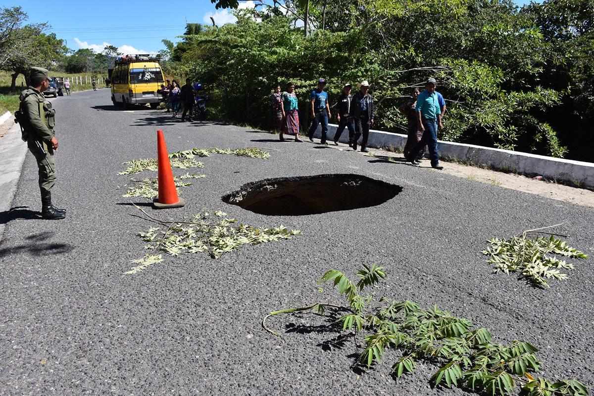 El paso del trasporte pesado y extraurbano será cerrado temporalmente. (Foto Prensa Libre: Mario Morales)