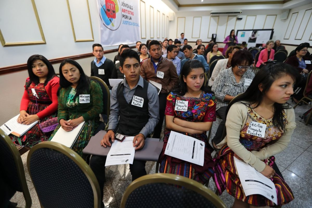 Jóvenes se organizan para denunciar desigualdad y exigir el respeto de sus derechos