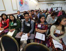Jóvenes de varios sectores del país participan en el lanzamiento de la Red de Jóvenes Artistas por la Justicia Social. (Foto Prensa Libre: Érick Ávila)
