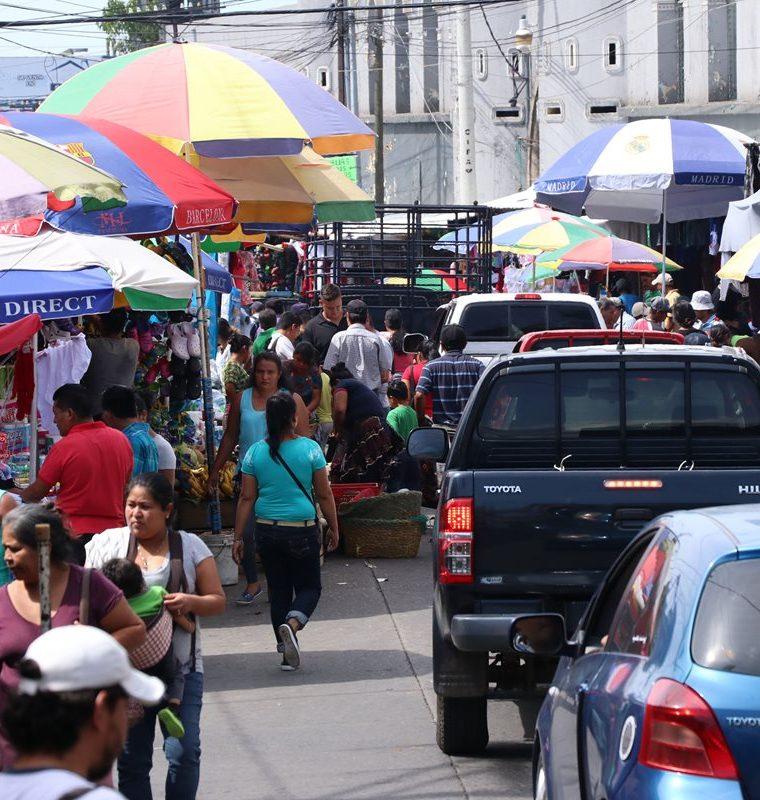 La cantidad y variedad de empleos que genera la zafra son esperados por miles de personas en la Costa Sur. (Foto Prensa Libre: Enrique Paredes)