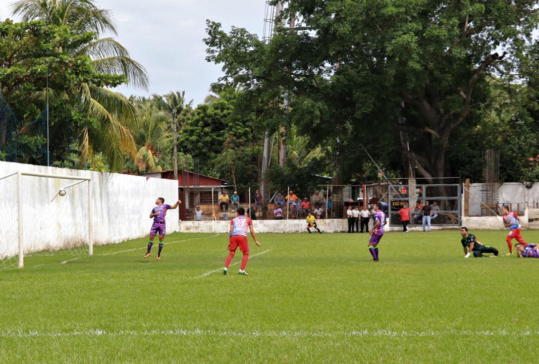 Iztapa venció sin problemas a Antigua GFC. (Foto Prensa Libre: Enrique Paredes)