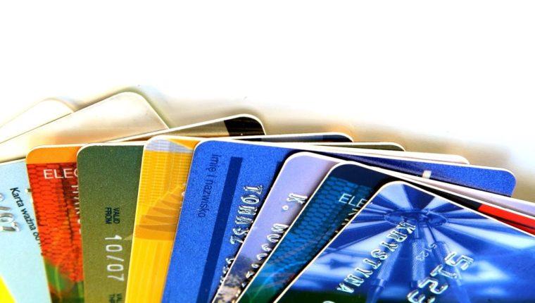 La Ley de Tarjetas de Crédito sigue enfrentando a emisores y usuarios. (Foto Prensa Libre: Hemeroteca PL)