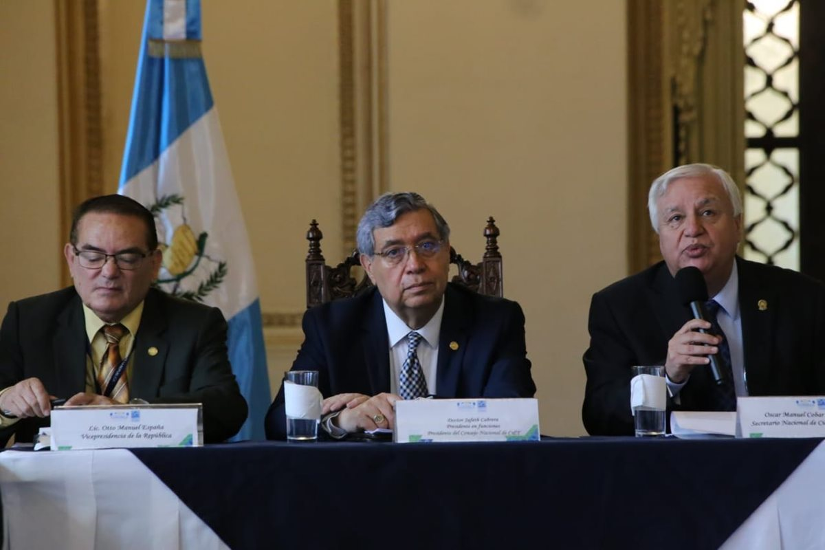 El vicepresidente Jafeth Cabrera preside la Comisión Presidencial de Ciencia y Tecnología. (Foto Prensa Libre: Vicepresidencia)