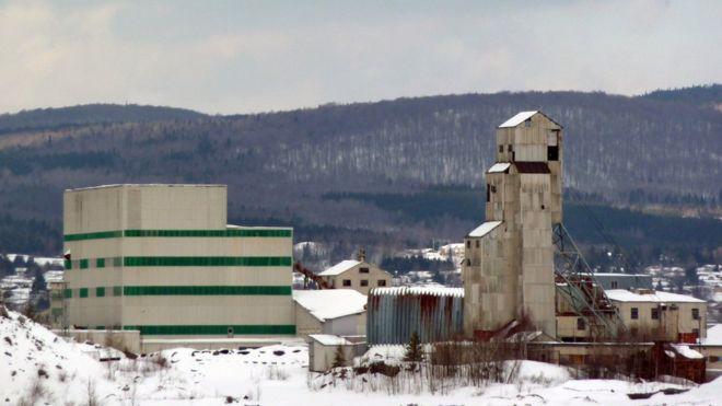 De la minería de asbesto ya solo quedan algunas de las instalaciones abandonadas. GETTY IMAGES