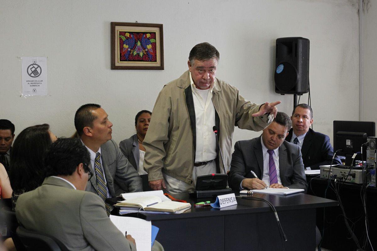 Uri Roitman durante la audiencia alega su inocencia en el supuesto fraude del Lago de Amatitlán. (Foto Prensa Libre: Estuardo Paredes)