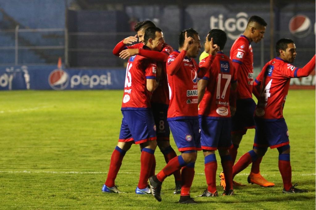 Xelajú MC mostró buen futbol ante un rival que puso poca resistencia. (Foto Prensa Libre: Raúl Juárez)
