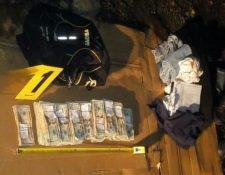 Dinero localizado por las autoridades en San Marcos.(Foto Prensa Libre: PNC.)