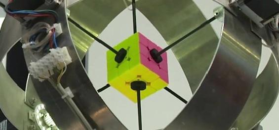 La espectacular rapidez con la que un robot armó un cubo de Rubik y batió el récord mundial