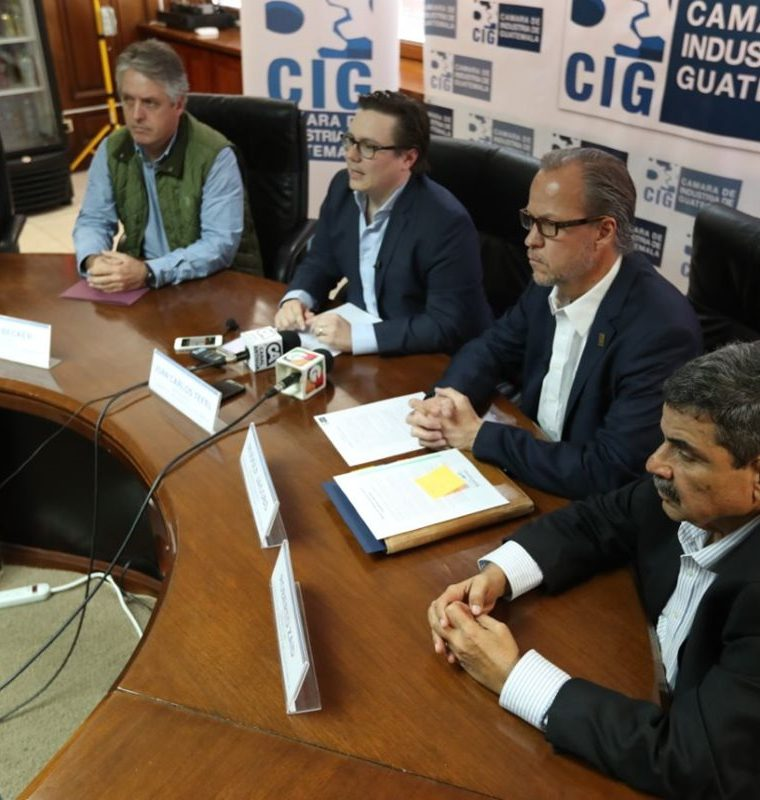 Directivos de la Cámara de Industria dijeron que a la fecha han efectuado 500 despidos en la Minera San Rafael. (Foto Prensa Libre: Esbin García)