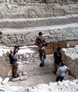 El equipo de filmación de Discovery Channel junto al arqueólogo Richard Hansen y el explorador Josh Gates en El Mirador, Petén. (Foto Prensa Libre: Cortesía Discovery Channel)