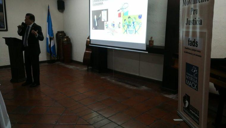 El diputado de UCN, Rudy Castañeda, participó en el conversatorio del proceso de la Comisión de Postulación para Contralor General. (Foto Prensa Libre: Kenneth Monzón)