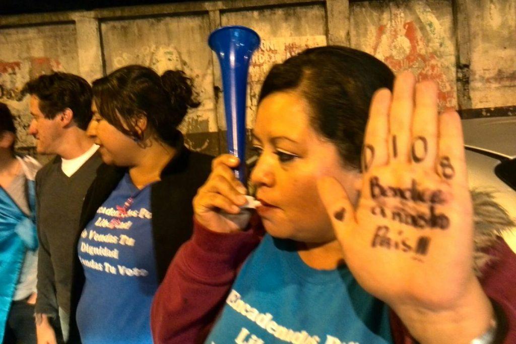 Guatemaltecos salen a las calles a celebrar.