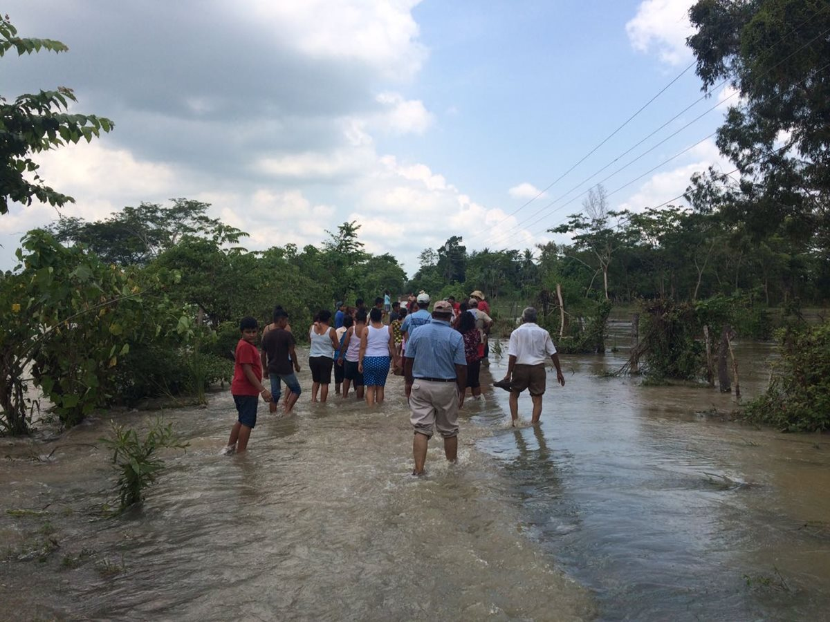Río Samalá se desborda y deja incomunicadas a 22 familias