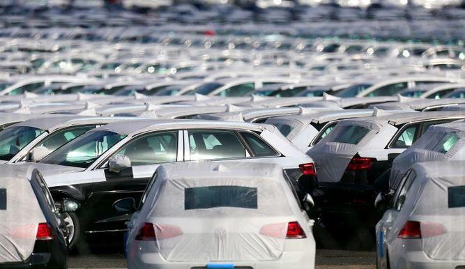 Trump critica los aranceles europeos del 10% a los vehículos de Estados Unidos, un porcentaje muy superior al 2.5% que impone Washington a los automóviles importados. (Foto Prensa Libre: Hemeroteca PL)