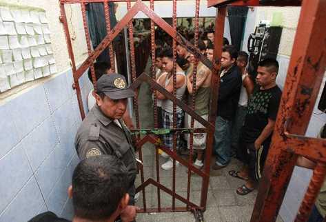 El hacinamiento en cárceles  aumenta los casos de tuberculosis. (Foto Prensa Libre: Hemeroteca PL)