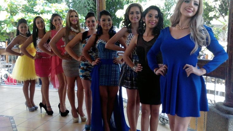 Representantes de varios municipios de Suchitepéquez participan en certamen de belleza. (Foto Prensa Libre: Melvin Popá)