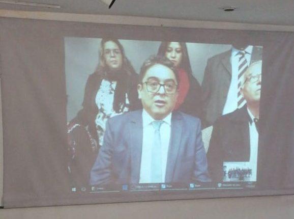 El procurador Jordán Rodas habla por videoconferencia desde Colorado, EE. UU. (Foto Prensa Libre: William Oliva)