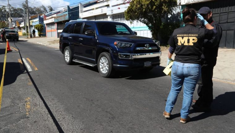El ataque ocurrió en la 11 avenida y 32 calle de la colonia Las Charcas, zona 11. (Foto Prensa Libre: Carlos Hernández)