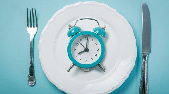 La ventaja es que de esas 16 horas de ayuno lo más probable es que alrededor de 8 estés durmiendo. GETTY IMAGES