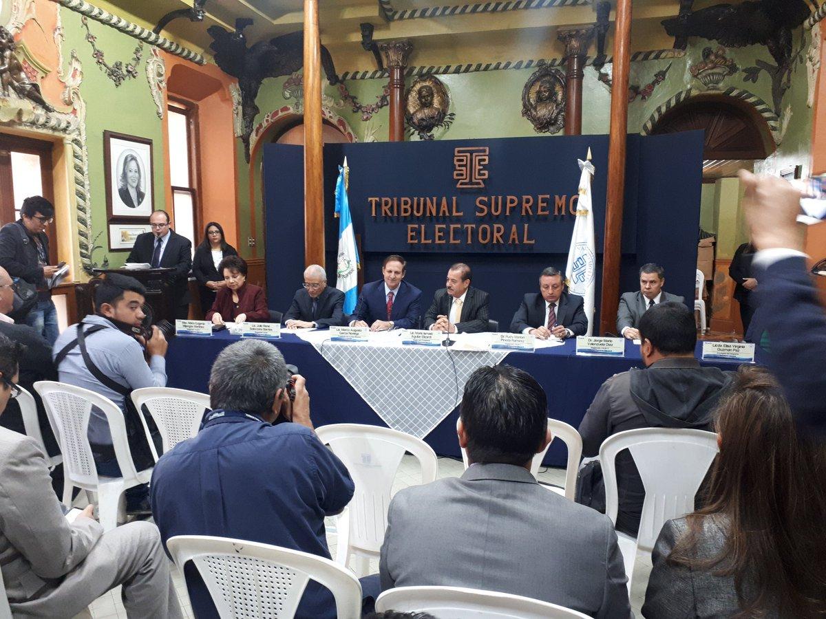 Convenio fue firmado por Marco Antonio García Noriega, presidente de Cacif, y los magistrados del TSE. (Foto Prensa Libre: Dulce Rivera)