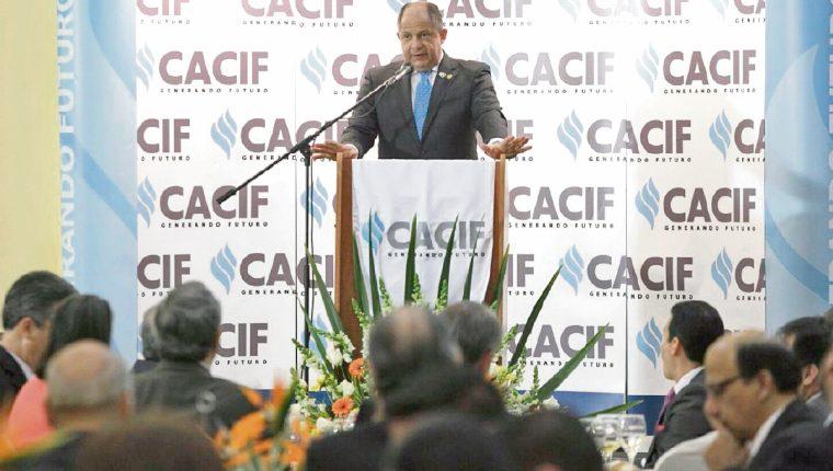 El presidente de Costa Rica se reunió con empresarios guatemaltecos para dar a conocer los planes industriales de ese país en la región.