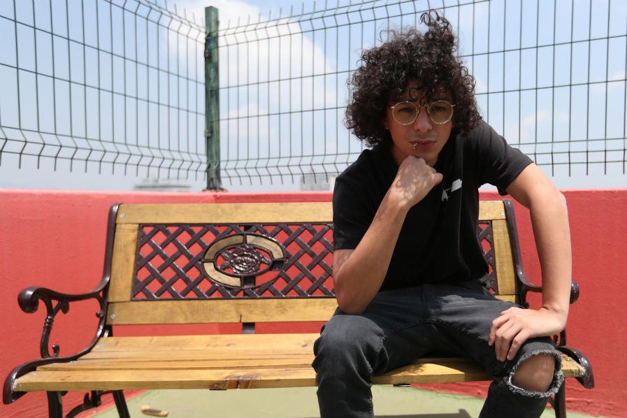 Con rimas y relatos, el rapero Kontra exhibe su música y su historia