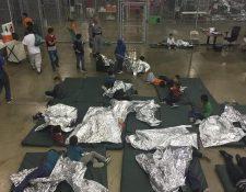 Menores detenidos en un centro de detención en McAllen, Texas. (Foto Prensa Libre: Hemeroteca PL)