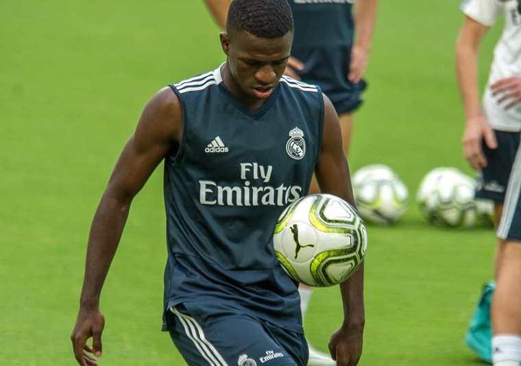 El jugador del Real Madrid Vinicius Junior entrena en el Hard Rock Stadium de Miami Garden, Florida (EE.UU.). (Foto Prensa Libre: EFE)