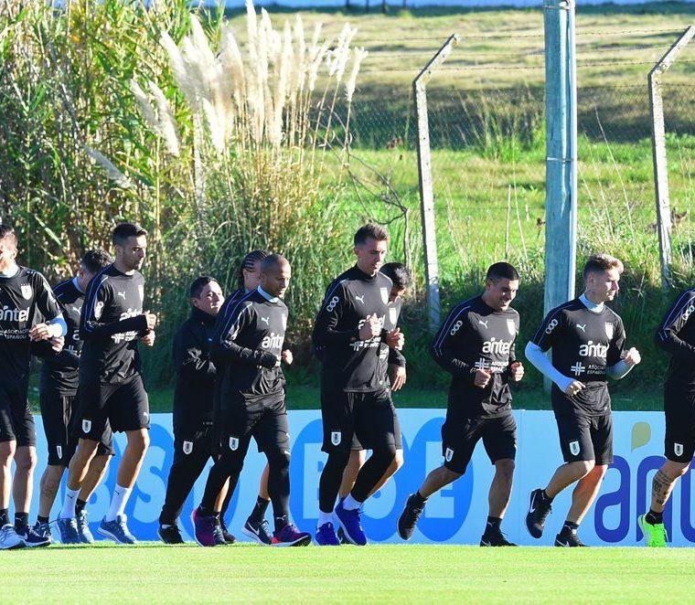 El grupo de jugadores se reunió sin algunas de sus figuras. (Foto Prensa Libre: AFP)
