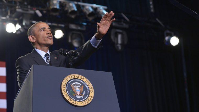Barack Obama habla sobre la reforma migratoria ante un grupo de manifestantes en Chicago. (Foto Prensa Libre:AFP).