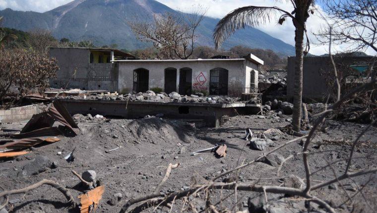 Varias casas dañadas por la erupción del volcán de Fuego en San Miguel Los Lotes, en el departamento de Escuintla. (AFP)