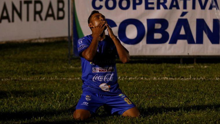 Delfino Álvarez fue letal y evitó que Cobán Fallara en su reducto nuevamente. (Foto Prensa Libre: Eduardo Sam Chun)