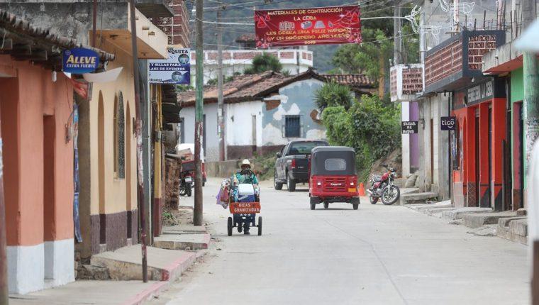 Cubulco es uno de los municipios más pobres  de Baja Verapaz. Aunque los jóvenes se gradúen de nivel medio no encuentran trabajo y no tienen medios para superarse. (Foto Prensa Libre: Hemeroteca PL).