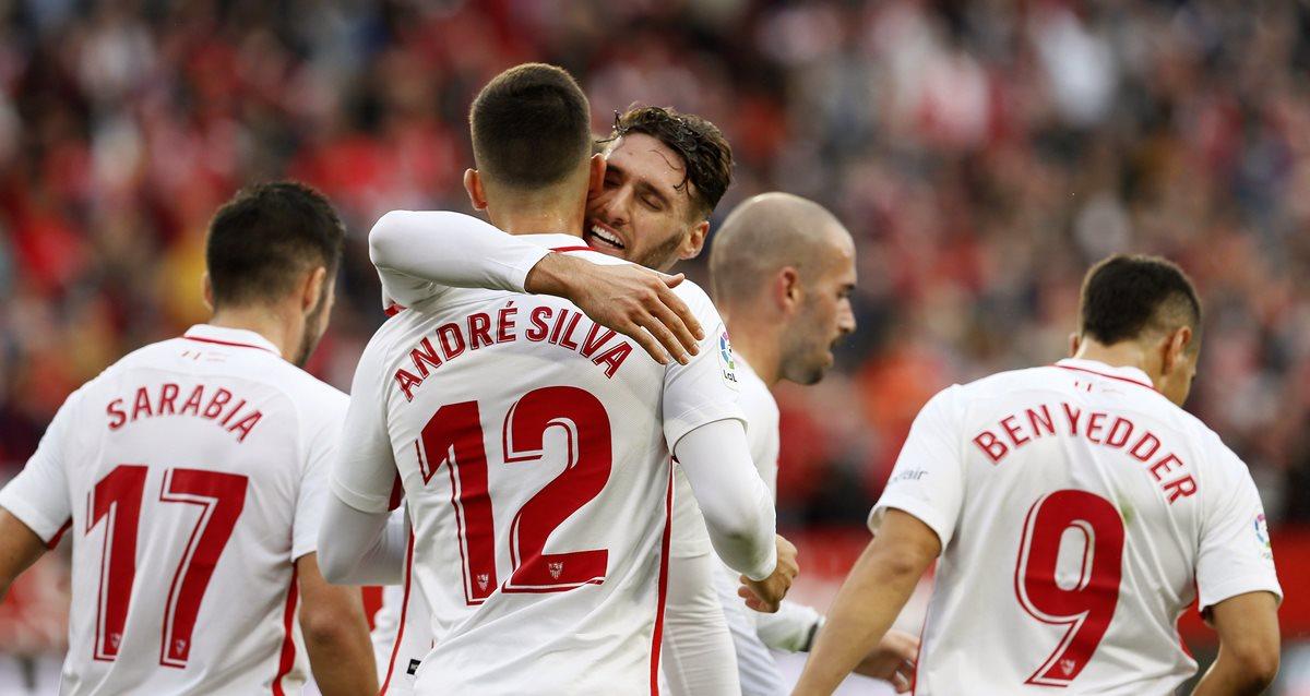 André Silva festejó con sus compañeros el único gol del partido. (Foto prensa Libre: EFE)