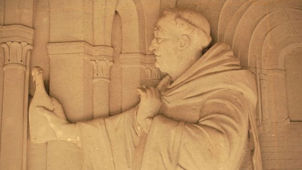 Dom Perignón está inmortalizado en un relieve la abadía de Hautvilliers. (GETTY IMAGES).
