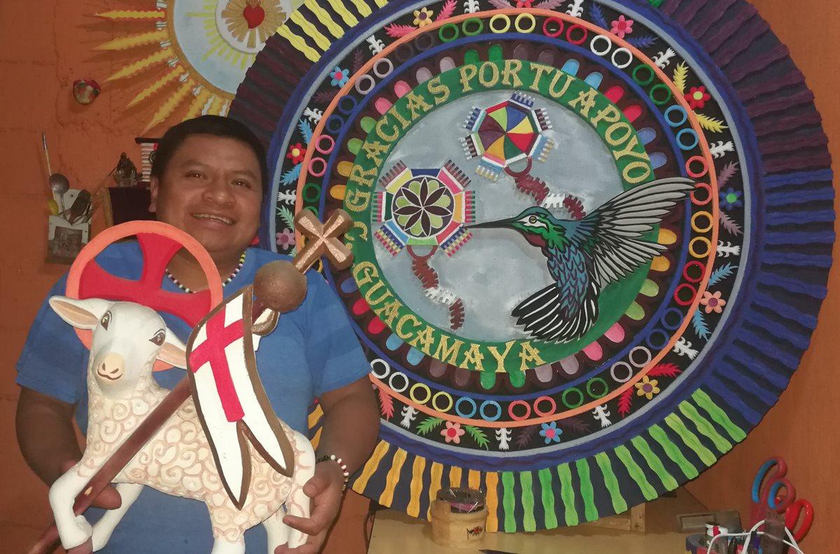 Artesano de Sumpango le da alas al duroport con sus creaciones