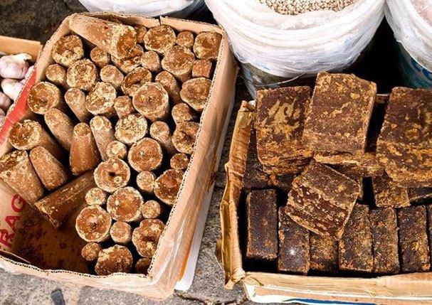 La panela que se produce en Guatemala en su mayoría se vende en bloque, pero granulada es la más apetecible en mercados internacionales. (Foto Prensa Libre: Hemeroteca)