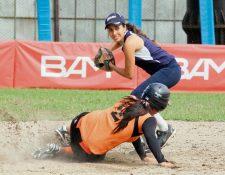 Universidad y Lanquetín, en el juego que disputaron este sábado en el Diamante de la zona 15 capitalina. (Foto Prensa Libre: cortesía CDAG)